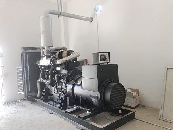 武汉客户800KW发电机安装实拍