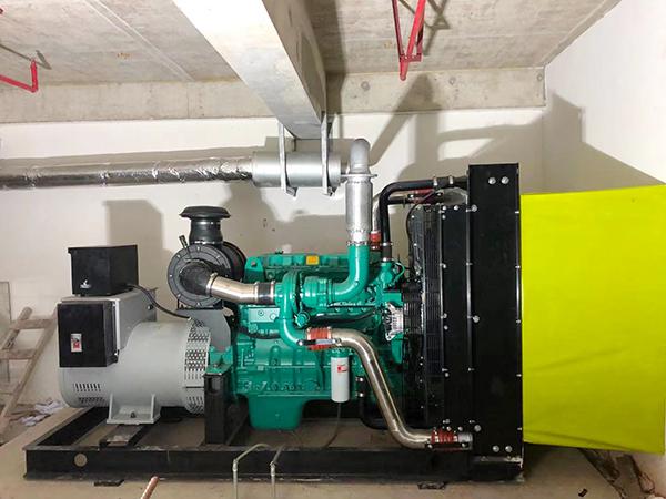 360KW康明斯柴油机配英格电机安装完成